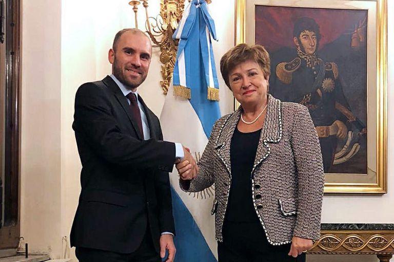 El Fondo Monetario Internacional (FMI) anunció que trabaja de forma constructiva con Argentina en la estructuración de futuro programa crediticio