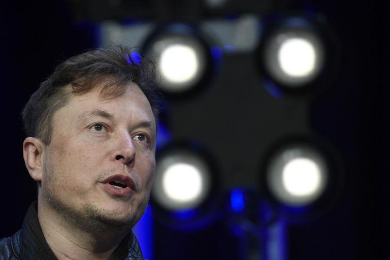 Cuando Elon Musk anunció que no aceptaría bitcoin como medio de pago, la divisa digital cayó bruscamente