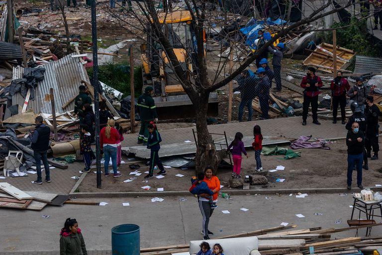 Unas 50 familias, mayormente compuestas por mujeres y niños, fueron desalojadas de un predio en la villa 31 de Retiro