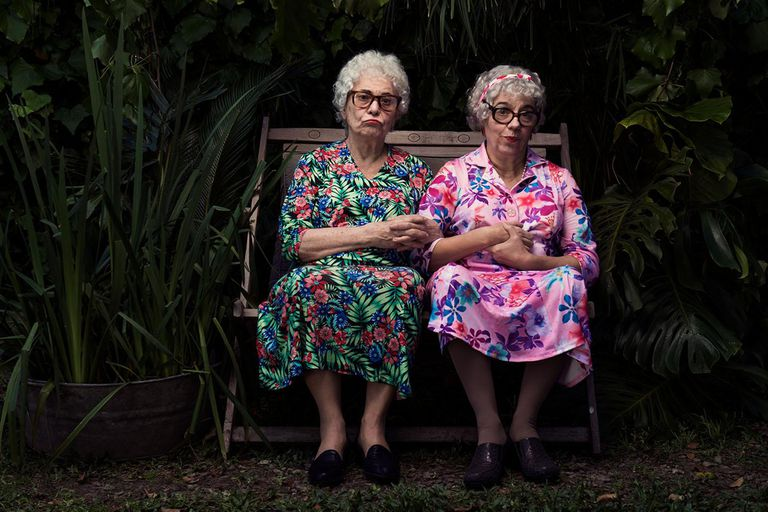 La historia de estas dos hermanas octogenarias protagonizada por Leonor Manso tuvo que interrumpir su exitosa temporada por un accidente de Pelicori, En pocas semanas, Cae la noche tropical volverá a la Casacuberta