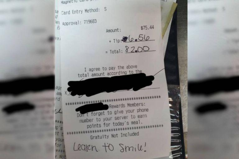 """El mensaje que le escribió un cliente al mozo fue """"¡Aprendé a sonreir!"""", algo que al trabajador del restaurante le pareció totalmente desacertado ya que trabaja con tapabocas"""