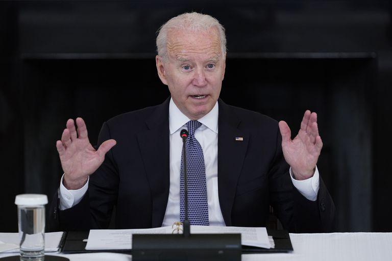 El presidente Joe Biden habla desde el Comedor de Estado de la Casa Blanca (AP Foto/Susan Walsh)