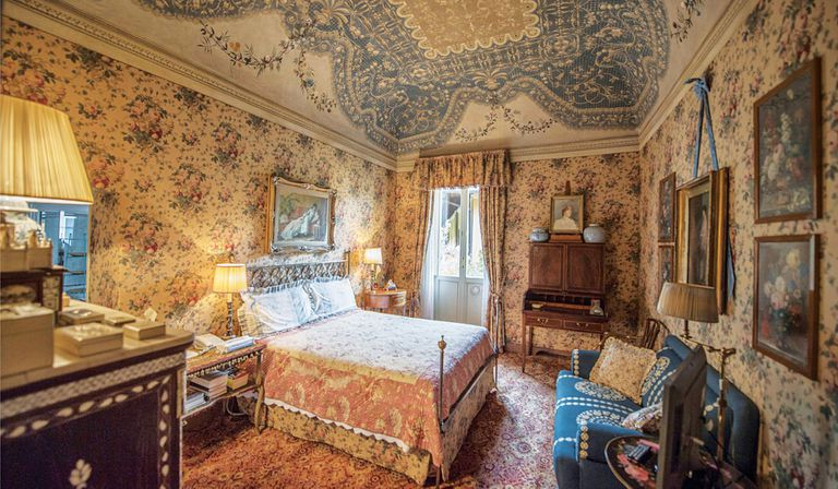 Durante las tres décadas que la tuvo a su cargo, Valentino se dedicó a recuperar la casa principal, que cuenta con quince suites de estilo exótico y neoclásico.
