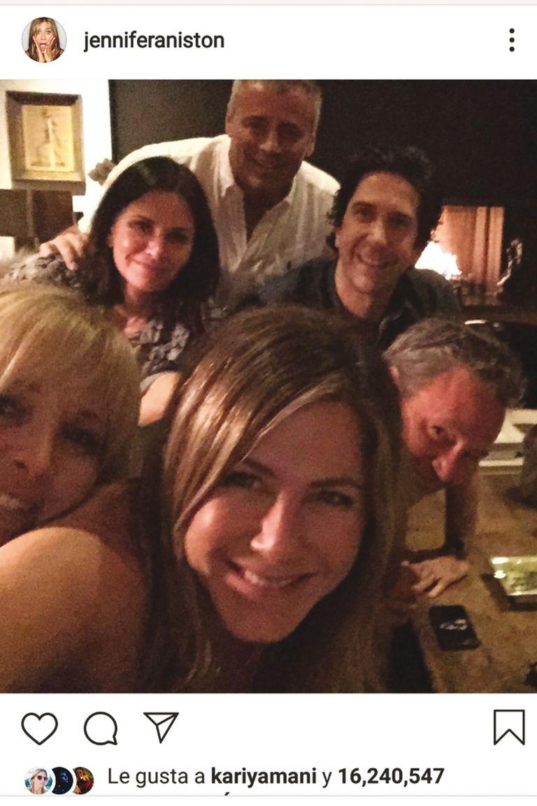 Así se sumó Jennifer Anniston a la red: una selfie con sus excompañeros de Friends y una lluvia instánea de seguidores