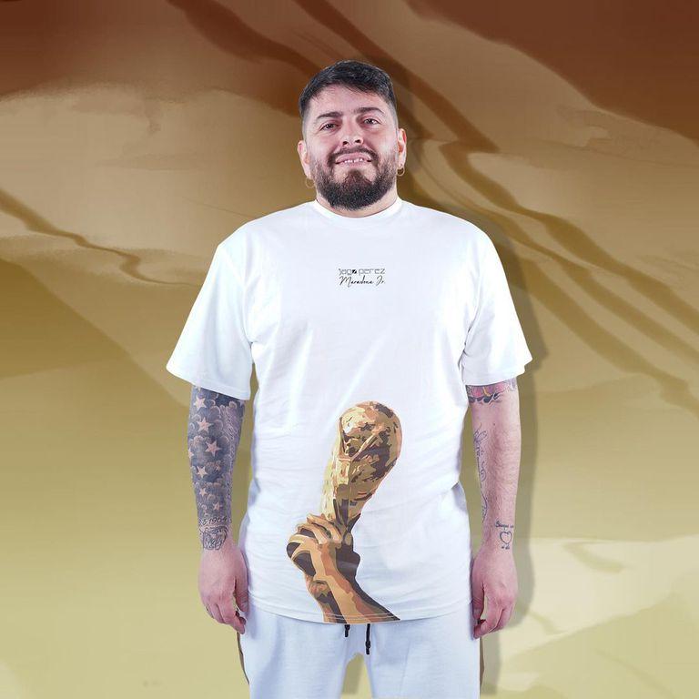 Diego Junior ofrece su colección en Italia y el costo de cada prenda es de 40 euros