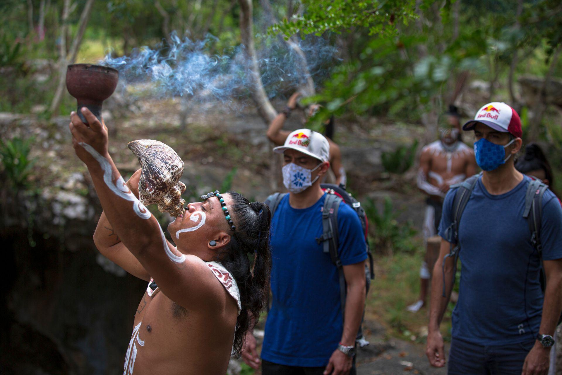 Durante el viaje, los atletas no solo descubrieron nuevas locaciones para realizar clavados, también pudieron conocer de cerca la cultura maya, sus rituales, gastronomía y su tradicional juego de pelota.