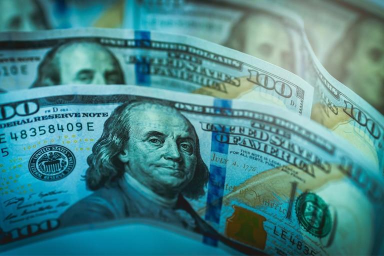 """El dólar blue subió y el CCL """"libre"""" se disparó"""