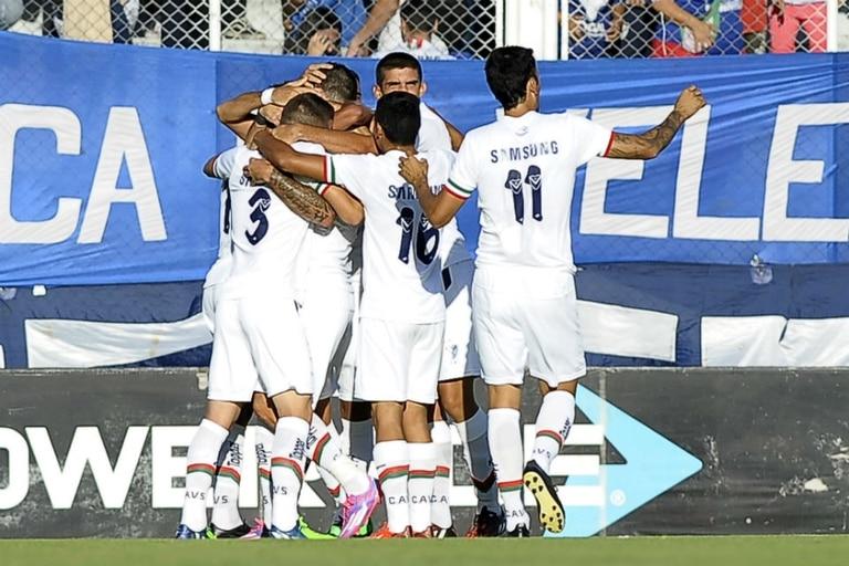 Vélez festejó su primer triunfo del torneo