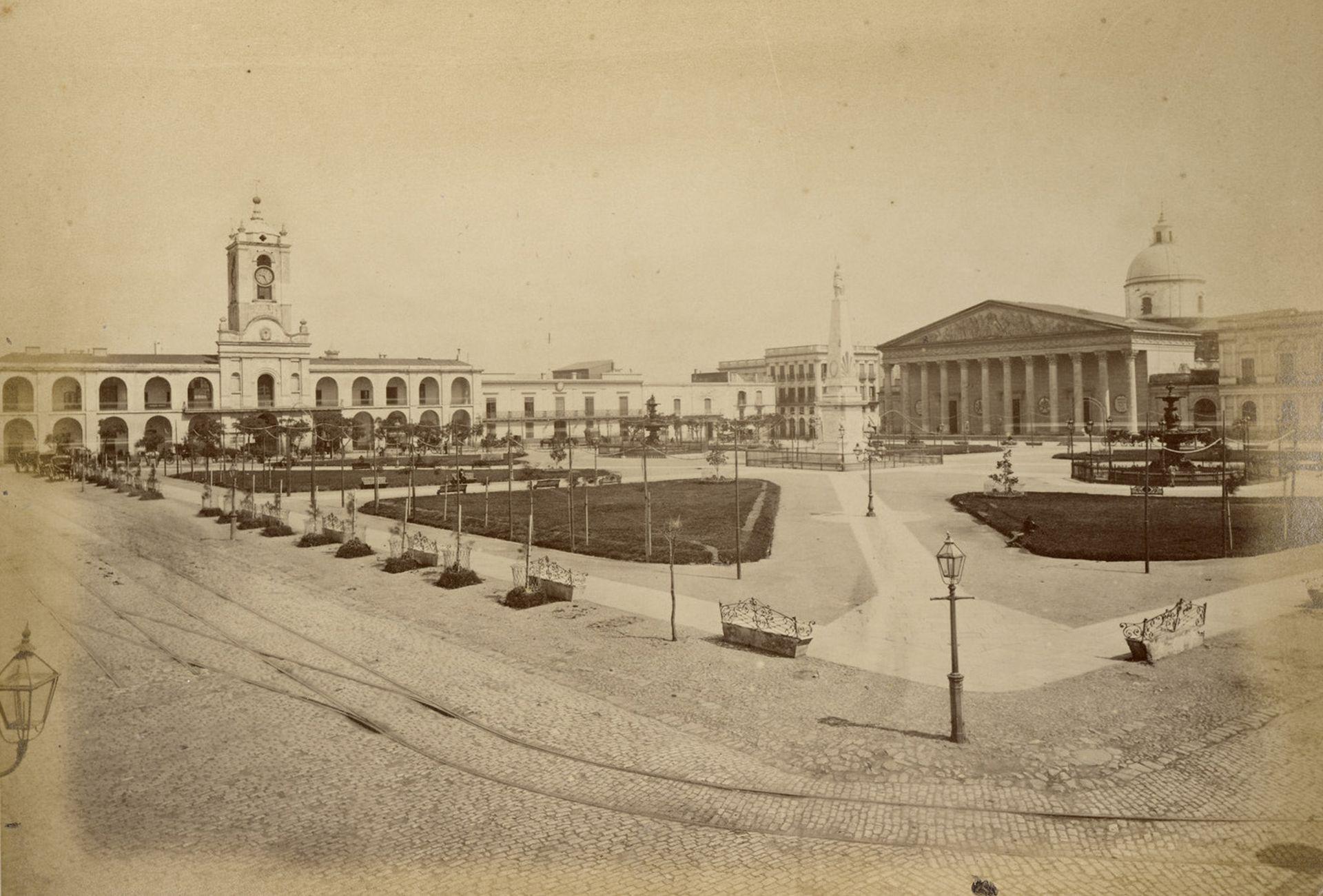 La Plaza de la Victoria, luego Plaza de Mayo, luego de las transformaciones de 1870. A un par de cuadras, en una mesa de ruleta, un conflicto derivó en el duelo.