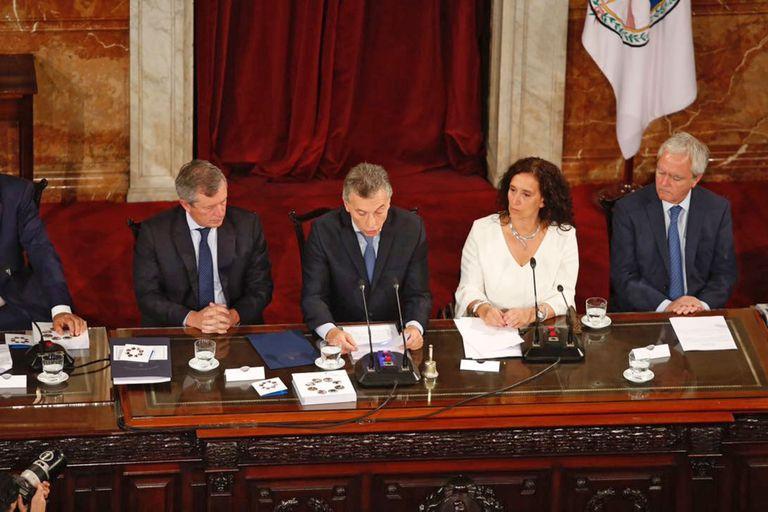 """Macri: """"No podemos permitir más que una mujer gane menos que un hombre"""""""