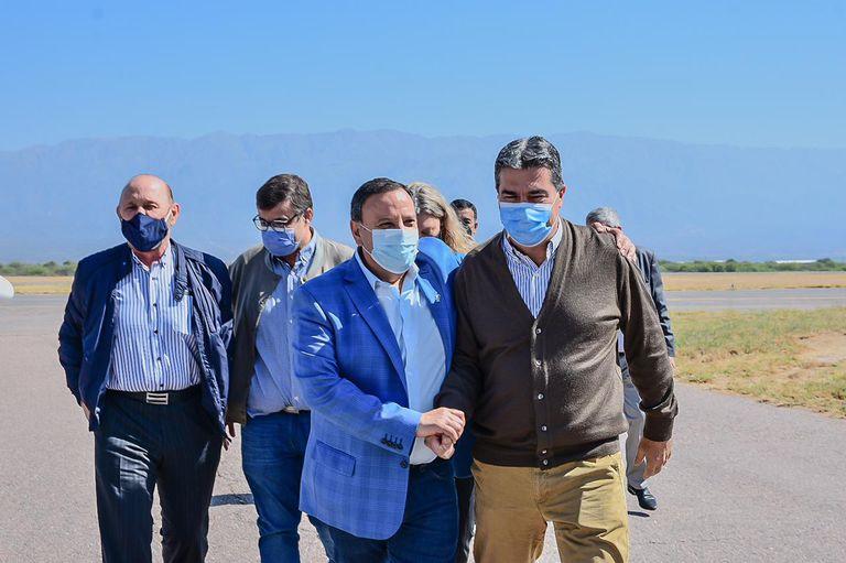 La llegada de los primeros gobernadores esta mañana a La Rioja