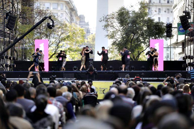 El Mundial de Tango que se lleva a cabo al aire libre en la Diagonal Norte