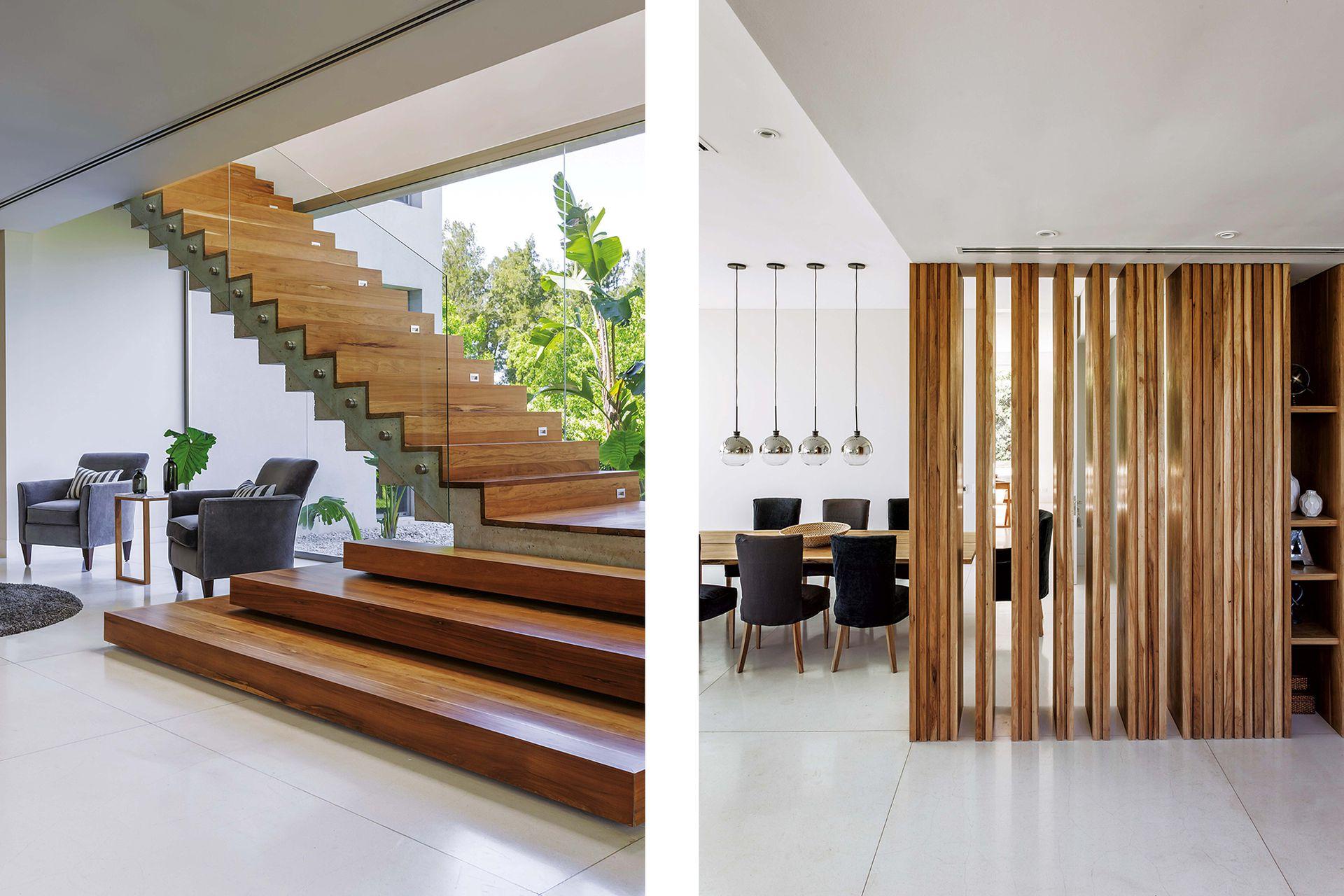 Debajo de la escalera, de 1,40 de ancho, un espacio de recepción. En el comedor, sillas 'Hilaria' con fundas en lino y terciopelo gris oscuro (Flora Home Bs. As.). Lámparas colgantes esféricas (West Elm).