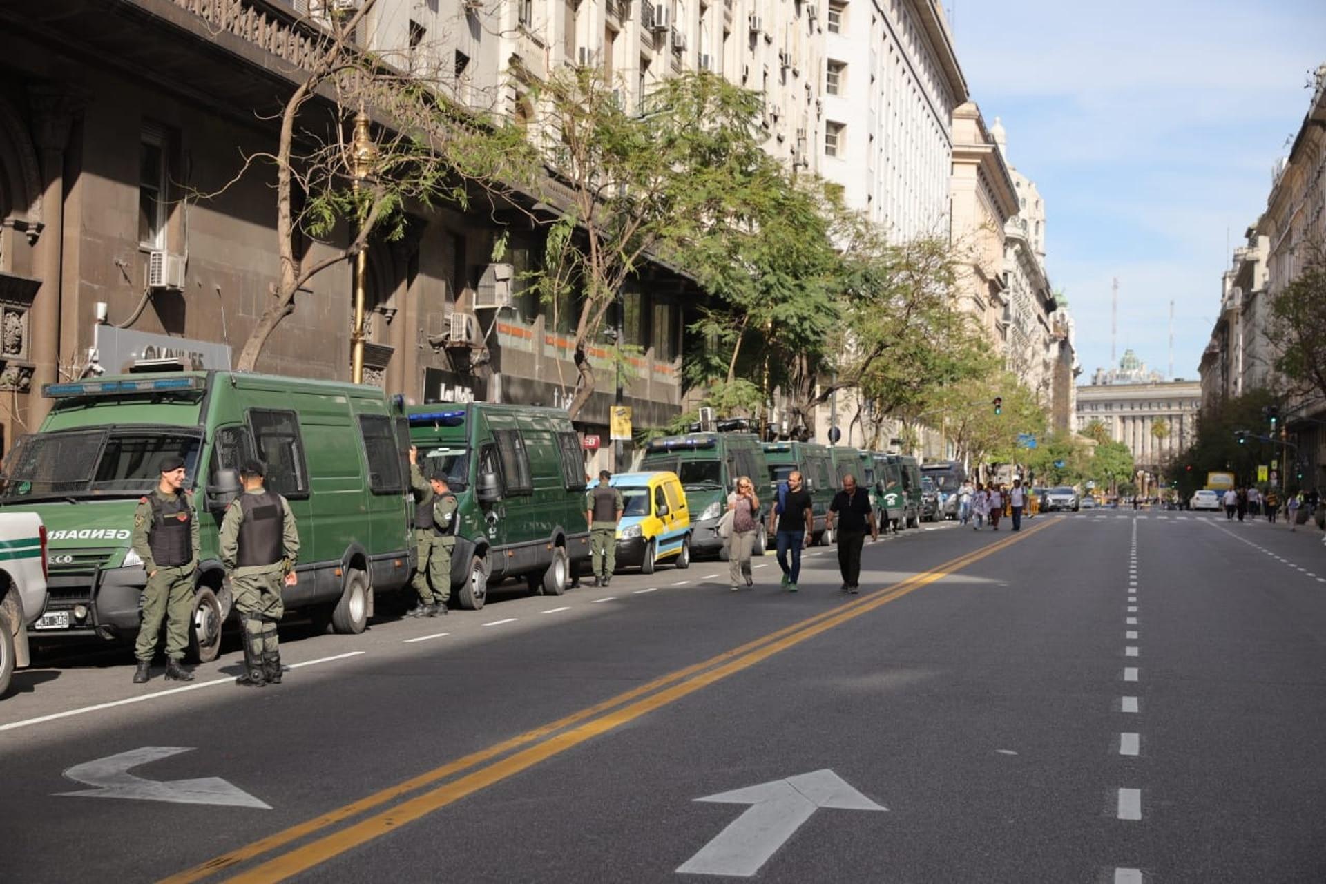 Móviles de Gendarmería en la zona