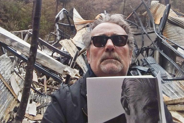 El editor y poeta Cristian Aliaga, a cargo de Espacio Hudson, que sufrió grandes pérdidas con los incendios en el sur