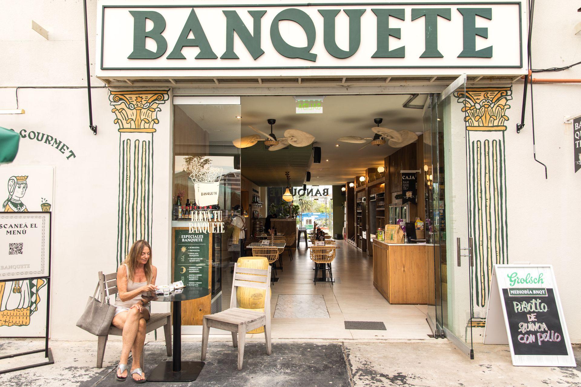 Arrancó en 2020 como mercado gourmet y se transformó en restaurante y vinoteca.
