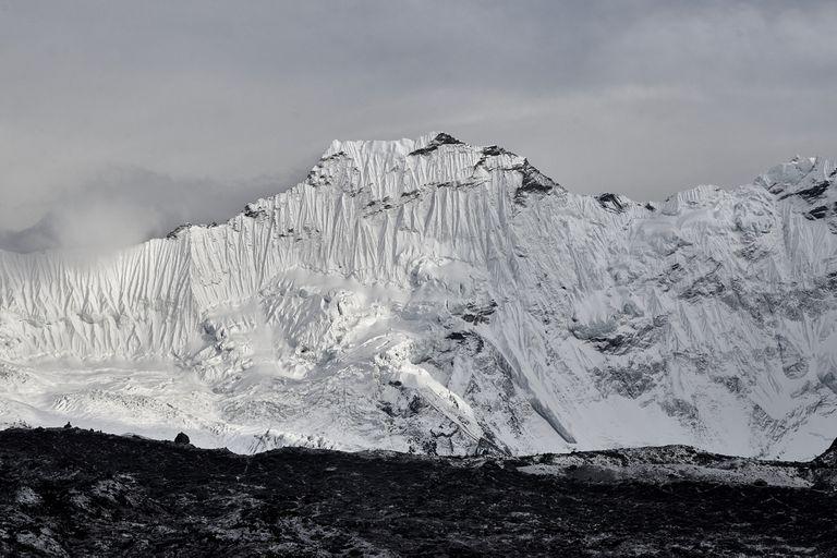 Vista de la montaña Baruntse en Nepal