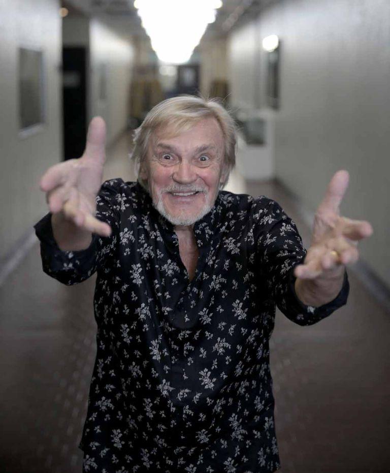 Enérgico y divertido, a los 78 años, el ruso contagia su pasión por la danza