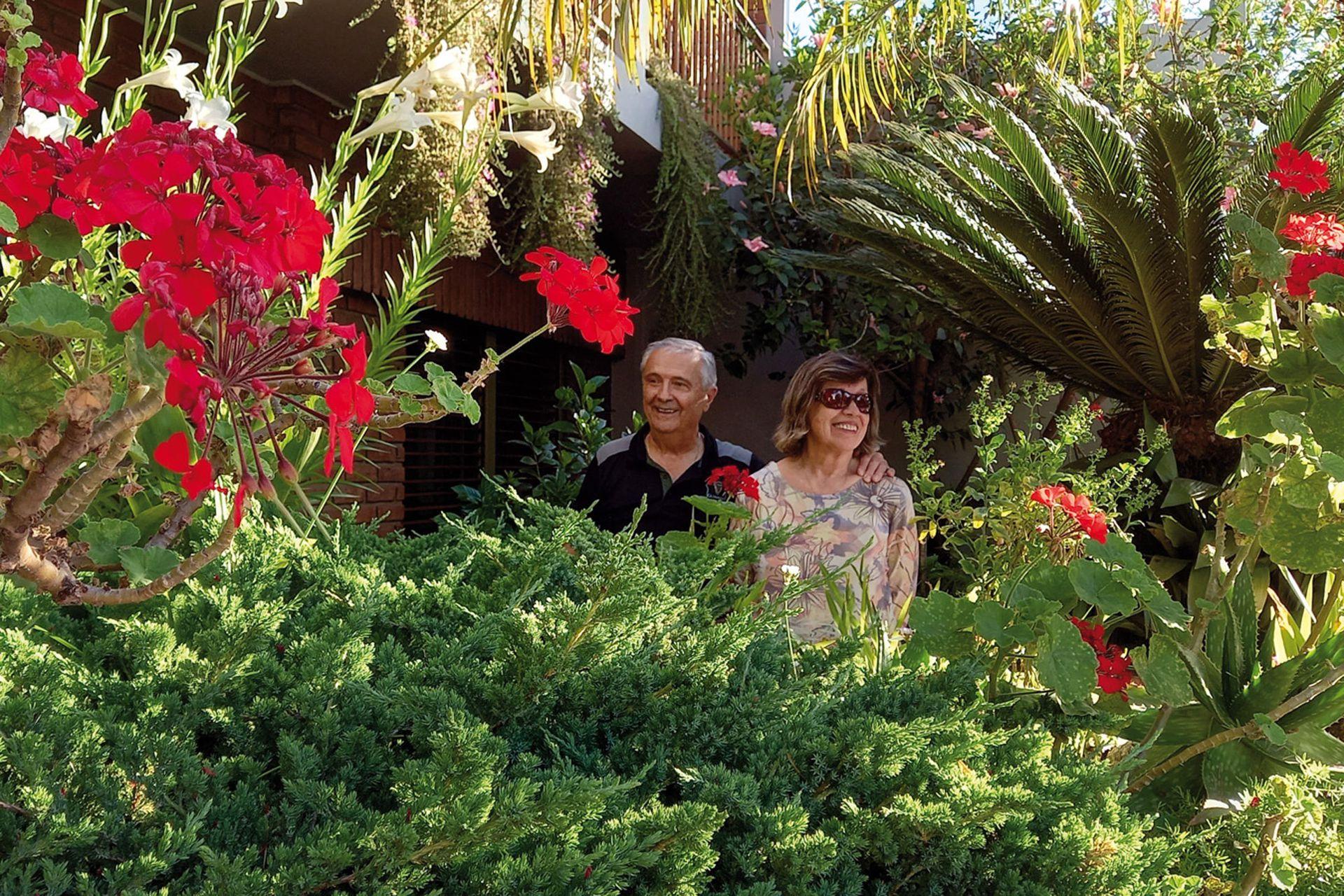 El jardín de los amantes acaricia la vereda. En un relato breve pero bello, en esta entrada de su cuenta de Instagram, el autor cuenta la historia del matrimonio de Oscar y Beatriz.