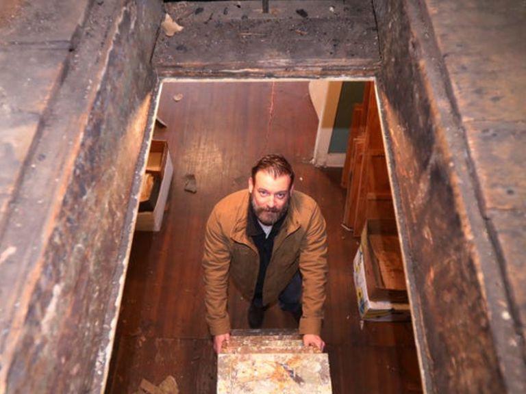 Un abogado encontró un tesoro histórico mientras revisaba el altillo de su nueva casa