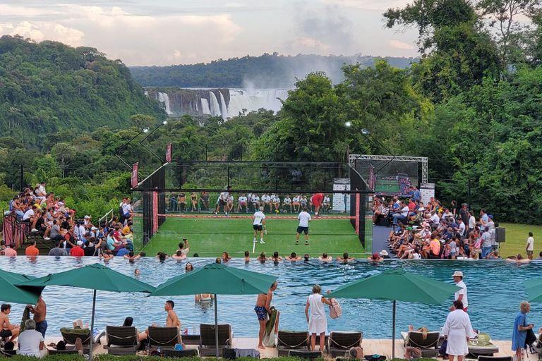 El pádel también se juega en las inmediaciones de las Cataratas del Iguazú