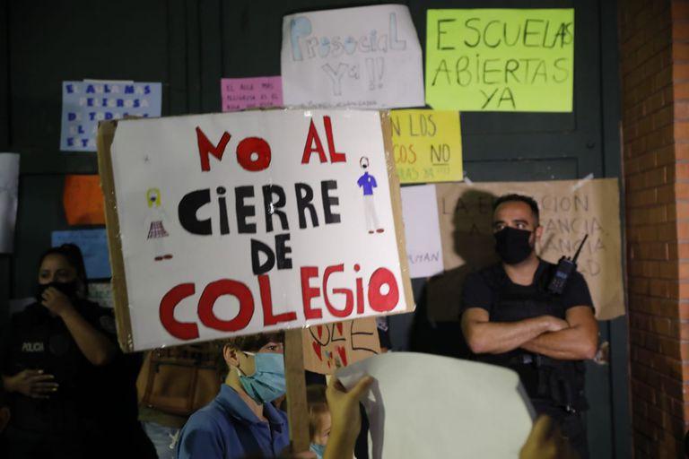 Las protestas por la continuidad de las clases presenciales fueron en aumento desde el anuncio presidencial