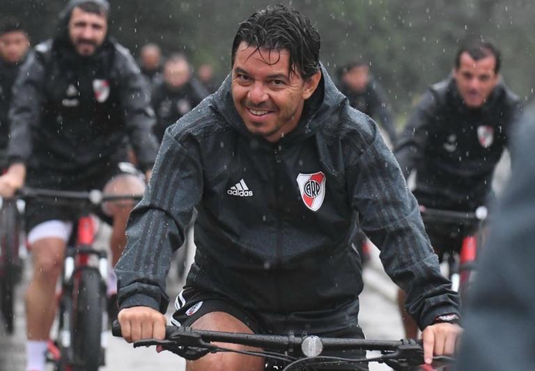 Marcelo Gallardo se divierte en la pretemporada de River e imita a Carlos Vives