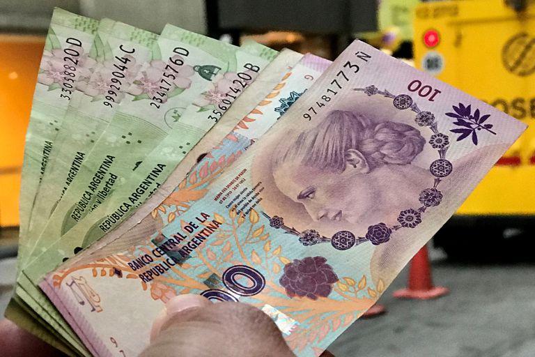 Un proyecto de una senadora oficialista propone imprimir billetes de 2000 pesos con esa imagen; en 2009, la familia del cardiocirujano frenó una idea similar