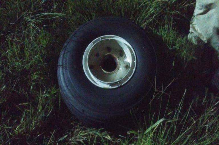 La rueda desprendida del Embraer 190 de Austral