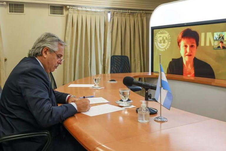 """Alberto Fernández y la titular del FMI conversaron sobre """"necesidad de poner las cuentas fiscales en orden"""" en base a un programa que """"debe estar basado en supuestos realistas"""""""