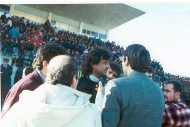 Mario Alberto Kempes dirigió un club de fútbol de Albania, pero solo duró 3 partidos por el Levantamiento de la lotería