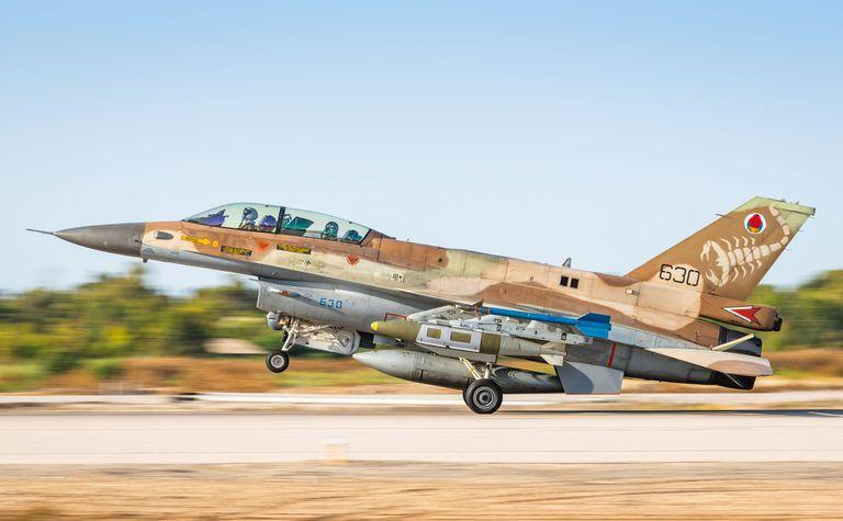 Aviones de combate despegando este miércoles para atacar a los terroristas de Hamas