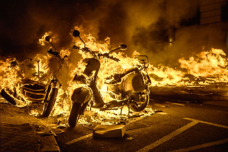 El cantante fue arrestado el martes y desde entonces hay manifestaciones en varias ciudades