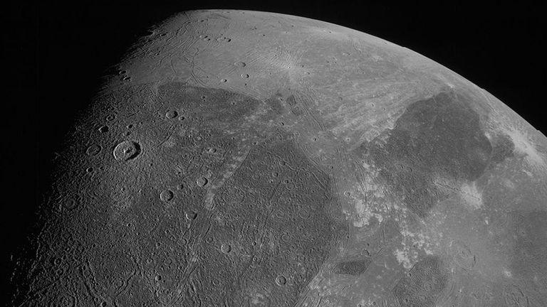 Qué revelan las imágenes que se lograron de Ganímedes, la luna más grande