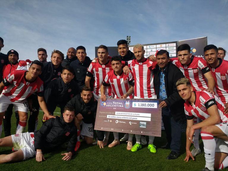Estudiantes eliminó a Mitre, de Santiago del Estero, con un 2-0 y sigue adelante por la Copa Argentina.