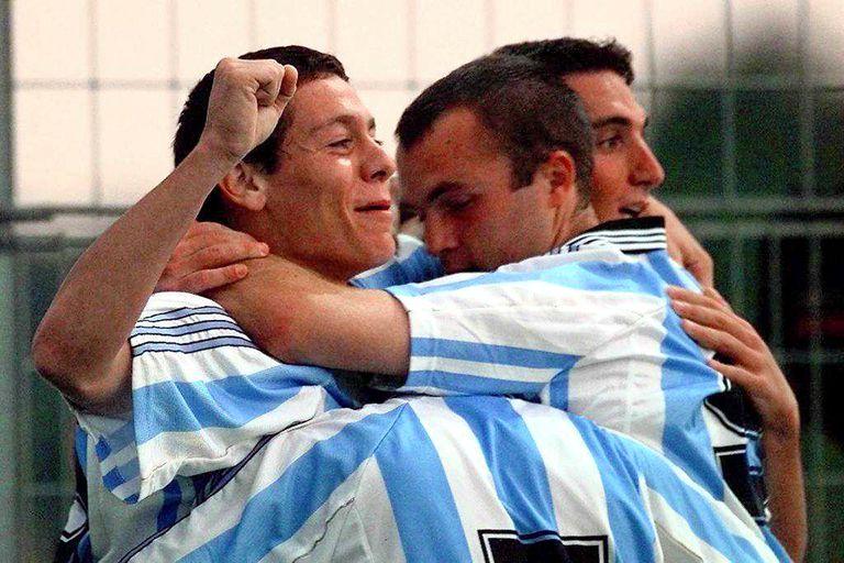 Diez, Quintana y Romeo celebran el gol frente a China durante las semifinales del Sub-21 en Francia