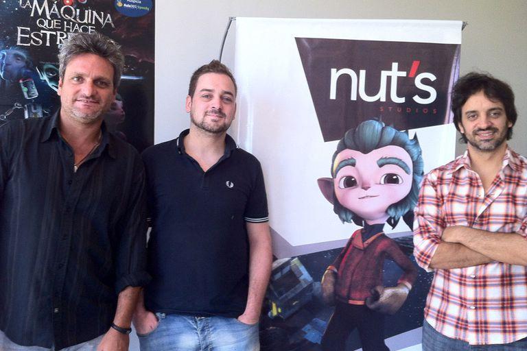 Gonzalo Speranza, en el centro, junto a sus socios de Nuts Studios