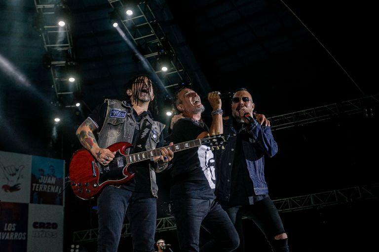Fernando Ruiz Díaz subió a tocar con Kapanga y luego, en su show, invitó al Mono Fabio y a Maikel