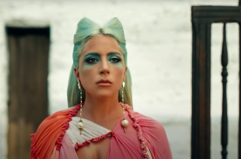 En una referencia artística hacia el estrés postraumático que debió atravesar, Lady Gaga lanzó el videoclip de 911