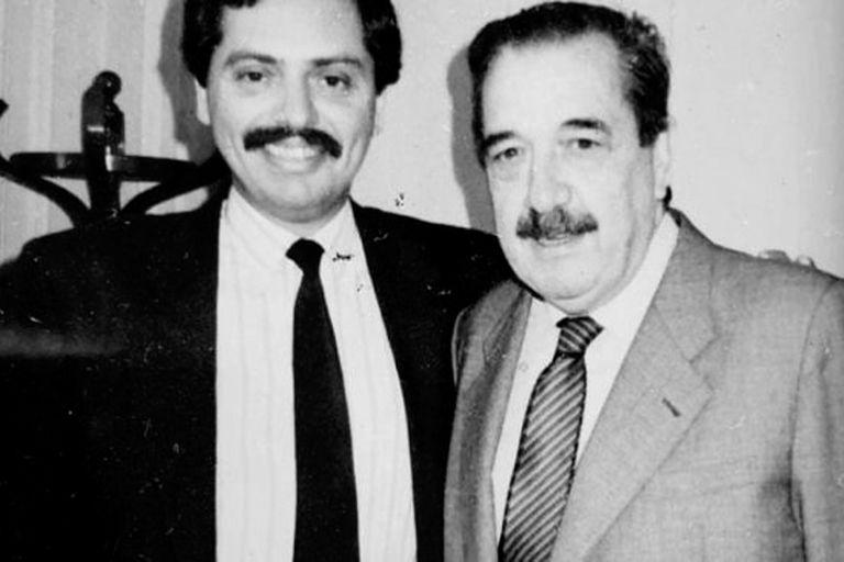 Alberto Fernández en una imagen sin fecha junto al expresidente Raúl Alfonsín