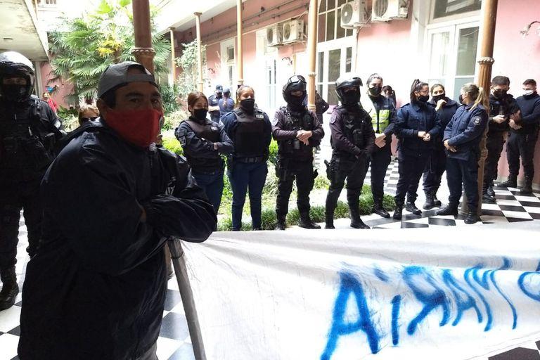 Cartoneros de una cooperativa del MTE, cuyo referente es Juan Grabois, protestan en el Palacio municipal para reclamar mejores condiciones de trabajo. Diario Democracia