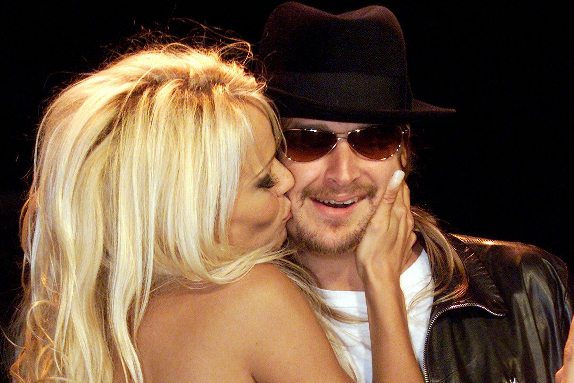 Luego de dos años de noviazgo, Pamela Anderson y Kid Rock los dos se terminarían casando en julio de 2006