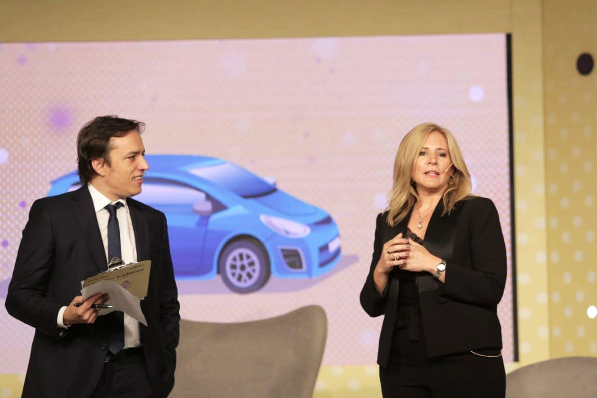 José del Rio junto a Alejandra K. Hartman, fundadora de Lady Fierros Clínica de Autos