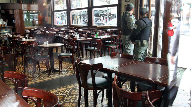 Sospechan que la banda utilizaba el emblemático café como fachada