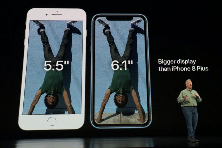 Comparado con el diseño clásico de su antecesor, el iPhone 8 Plus, el nuevo iPhone XR cuenta con una pantalla más grande en un diseño compacto