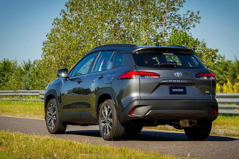 El diseño utiliza buena parte de los recursos estilísticos de moda entre los SUV