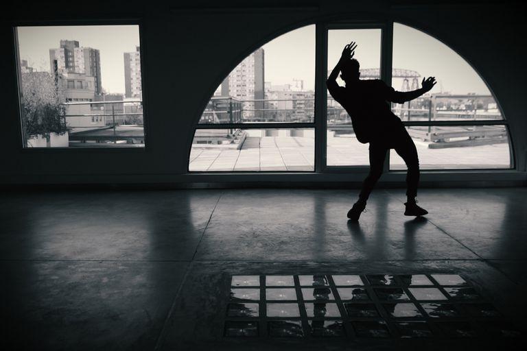 Luz y cuerpo: un ciclo de danza e improvisación a orillas del Riachuelo