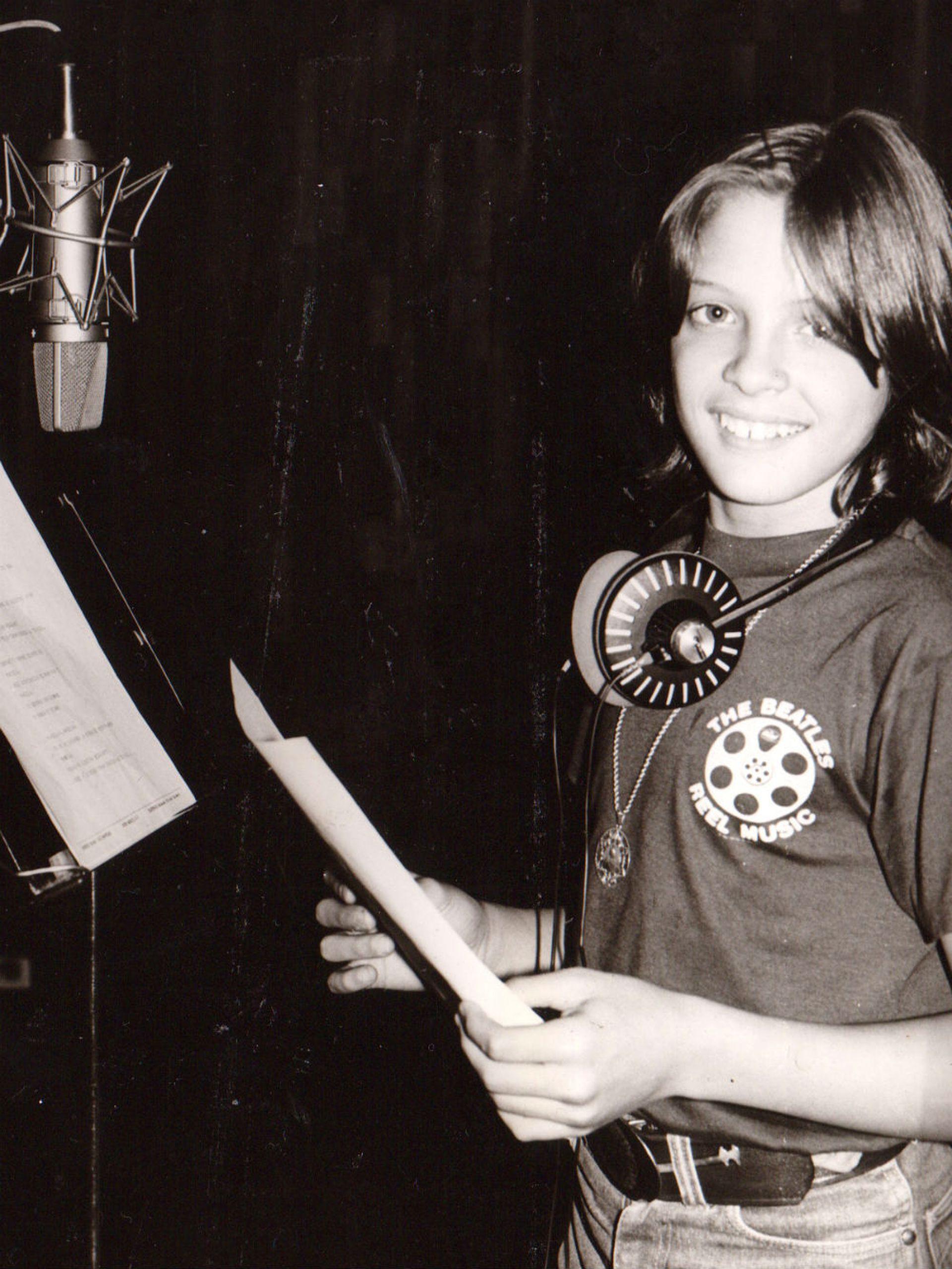 En su adolescencia, Luismi ya era toda una estrella; aquí, feliz en un estudio de grabación