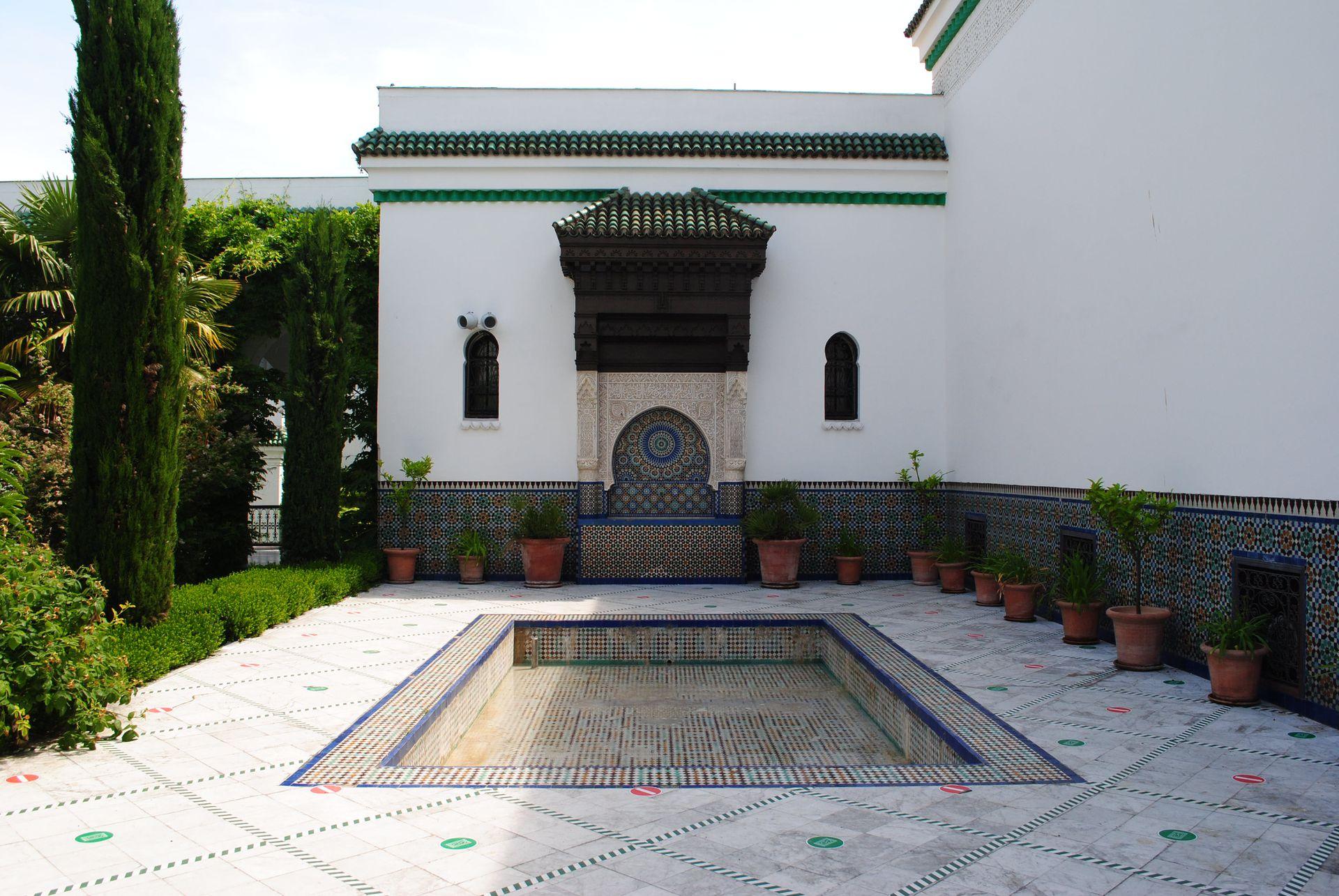 La Gran Mezquita de París, en el Quartier Latin, es una de las visitas más interesantes de la ciudad.