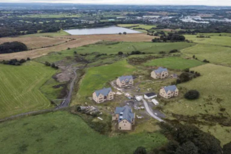 Las autoridades locales aseguran que el propietario de los inmuebles no respetó los planos originales del proyecto